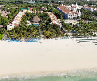 Viva Wyndham Azteca Live Beach Cam, Mexico