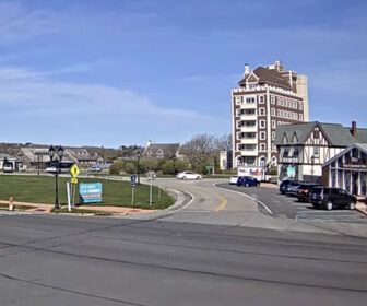Downtown Plaza Circle in Montauk, New York Live traffic Cam